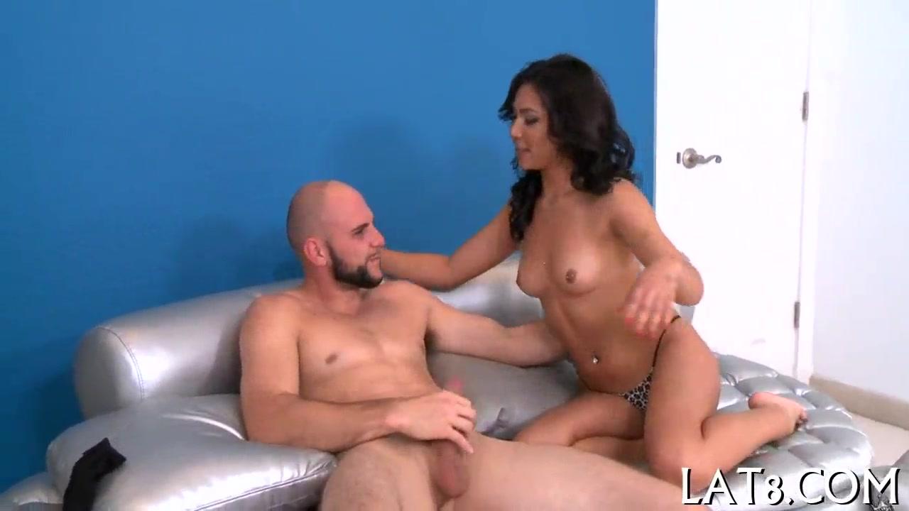 Contos pornos latina gostosinha rabuda dando para seu amigo