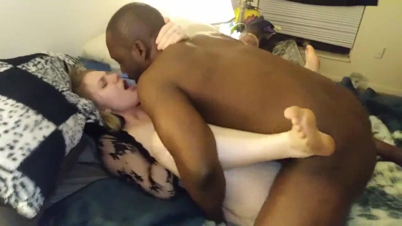 Tubegalore interracial safada gostosa dando sua buceta apertada apra negão
