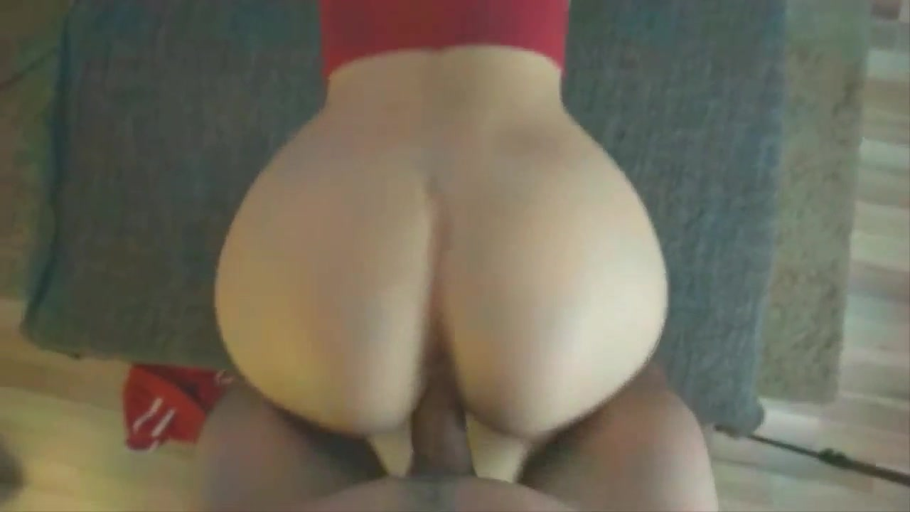 Video sexo branquinha rabuda de 18 anos dando bem gostoso de quatro para seu namorado