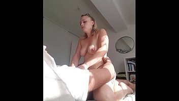 Empregada sexo gordinha peituda fodendo com seu parceiro cacetudo